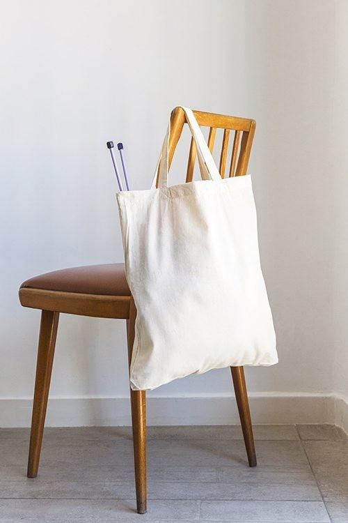 Bolsa de algodón con asas cortas y 5cm de base 38x42+5 cm.