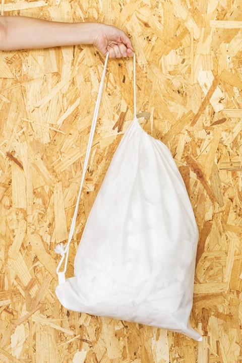 Mochila de no-tejido sin fondo con cordón simple 40x54 cm.